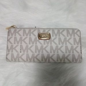 Michael Kors Vanilla Signature 3/4 Zip Wallet